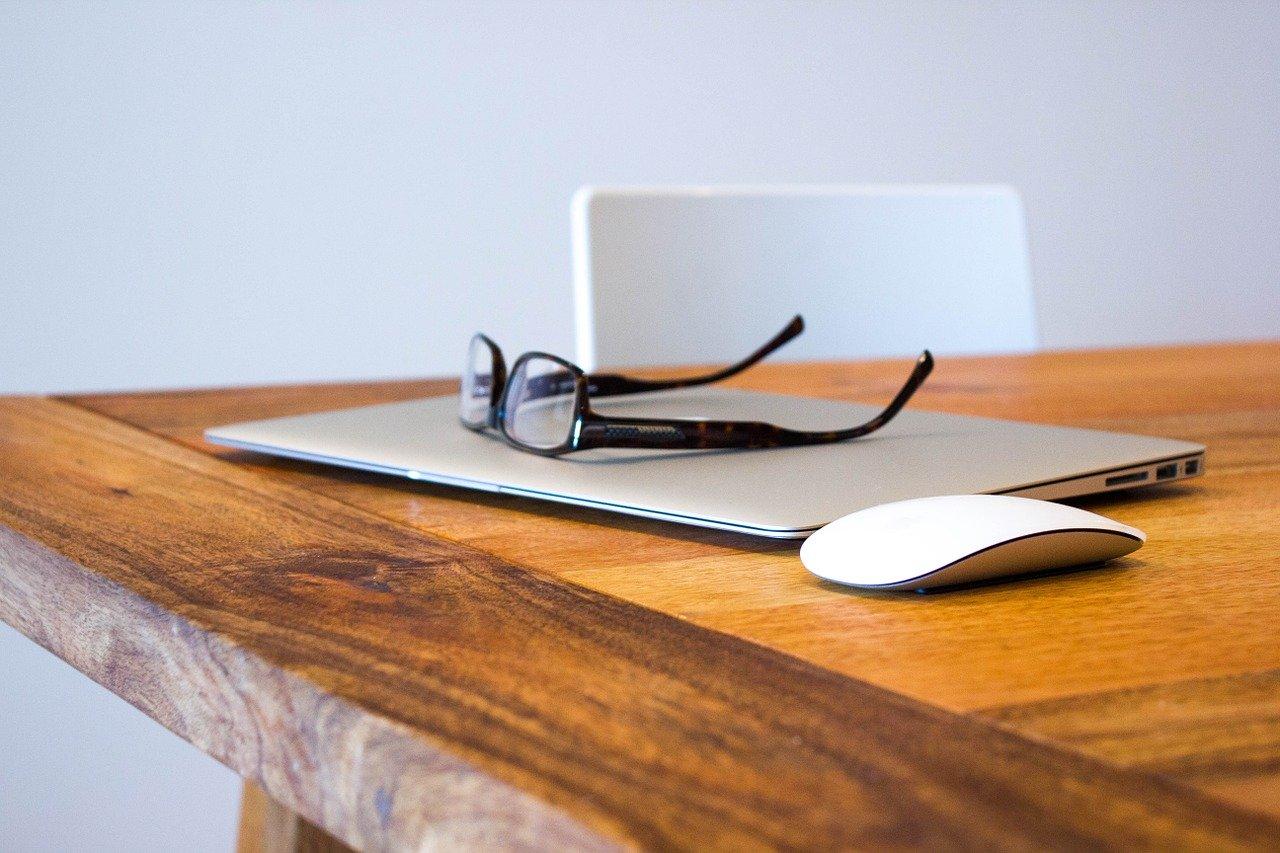 Home office w czasach zarazy – jak przetrwać i nie zwariować?
