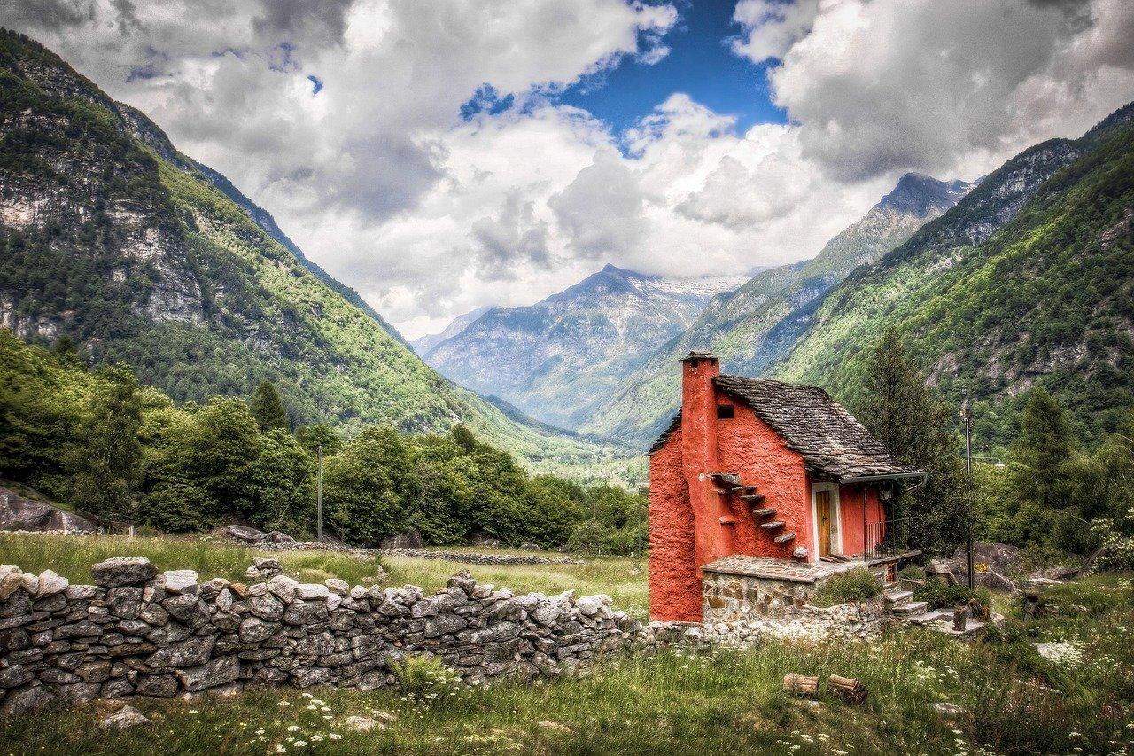 Budujesz dom? Sprawdź czym kierować się przy wyborze systemu kominowego