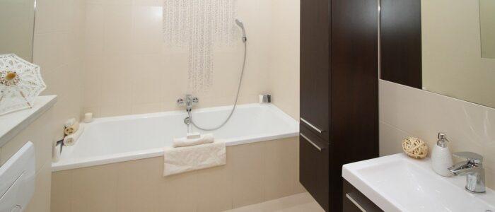 Bezpieczna łazienka – jak zadbać o to, by nic złego się tam nie wydarzyło