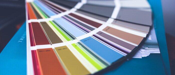 Domowe malowanie i eksperymentowanie, czyli jak można wykorzystać farbki i wspólny z dzieckiem pobyt w domu