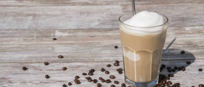 Pogromcy letnich upałów, czyli prosty samouczek jak zrobić najsmaczniejsze zimne koktajle na bazie kawy, herbaty i owoców