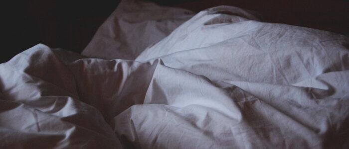 Jak zimą zapewnić komfort cieplny w sypialni?